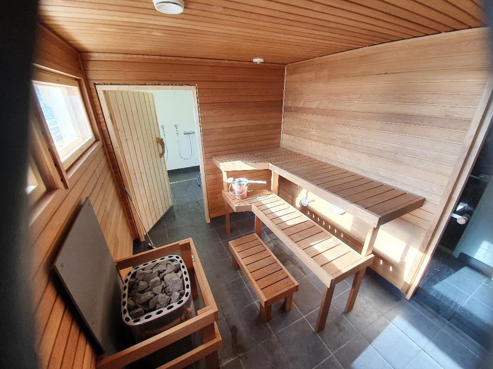 Kuva, joka sisältää kohteen lattia, puinen, puu Kuvaus luotu automaattisesti