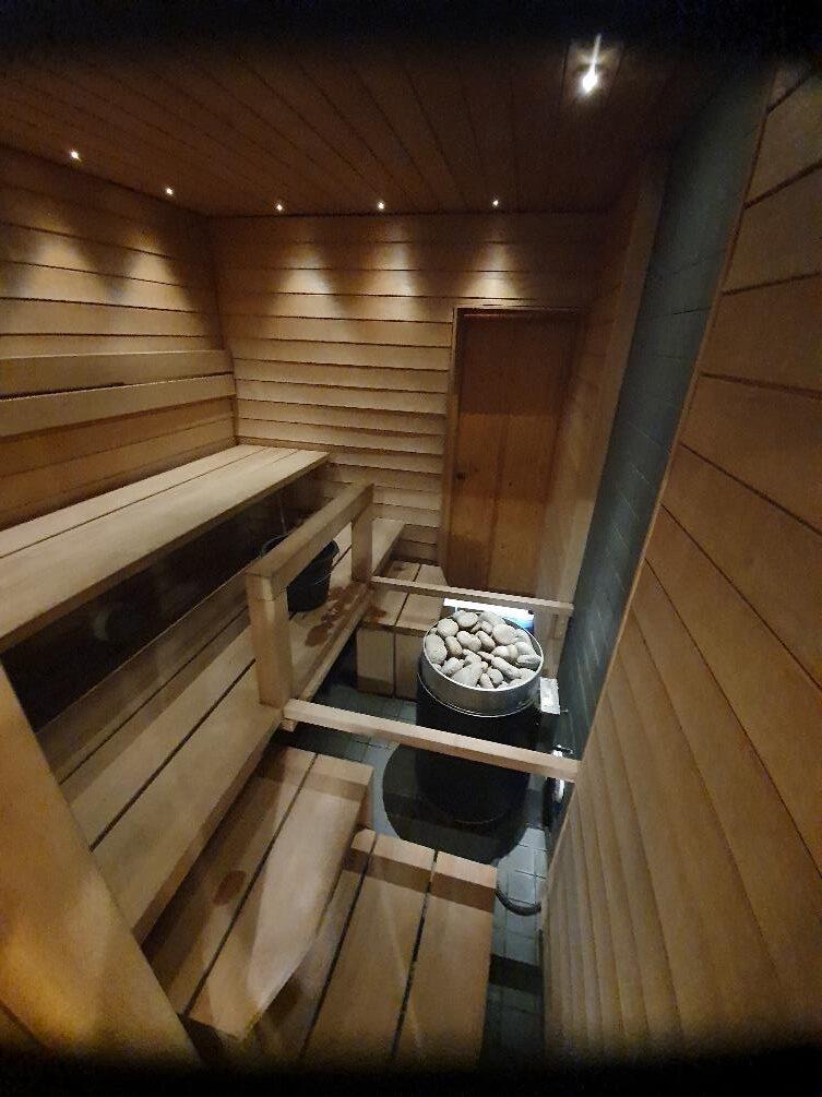 Kuva, joka sisältää kohteen sisä, rakennus, sisäkatto, lattia Kuvaus luotu automaattisesti